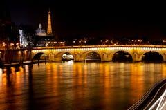 Pont Neuf i Paris på natten Fotografering för Bildbyråer