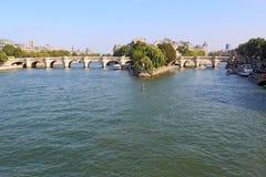 Pont Neuf y el Ile de la Cite en París, francos Fotografía de archivo libre de regalías