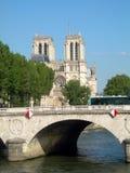 Pont Notre Dame River Seine Notre Dame domkyrka Paris Frankrike Royaltyfria Foton