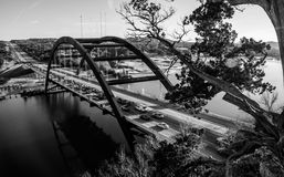 Pont 360 ou pont de Pennybacker noir et blanc Photos libres de droits