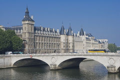 pont paris conciergerie изменения au Стоковые Фотографии RF