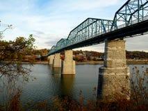 Pont piétonnier de rue de noix--Chattanooga Images libres de droits