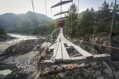 Pont piétonnier suspendu abandonné Photographie stock
