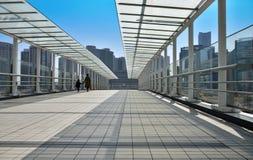 Pont piétonnier urbain photo stock