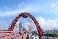 Pont pittoresque de suspension à Moscou Photographie stock libre de droits