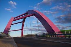 Pont rose dans la lumière de lever de soleil Photographie stock