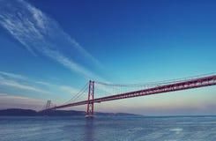 Pont rouge au coucher du soleil, Lisbonne, Portugal Photos libres de droits