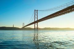 Pont rouge de Lisbonne Images libres de droits