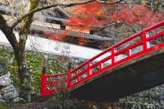 Pont rouge en automne Photographie stock