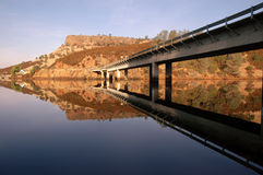 Pont rural en omnibus images stock