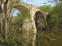 Pont scénique en source Photographie stock libre de droits