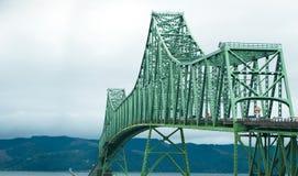 Pont sectionnel de voûte de botte à la bouche du fleuve Columbia images libres de droits