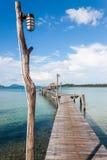 Pont sur la mer Images stock