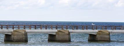 Pont sur la mer Image libre de droits