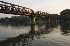Pont sur la rivière Khwae, Kanchanaburi, Thaïlande image libre de droits