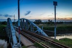 Pont sur la rivière Ner, Pologne photographie stock libre de droits
