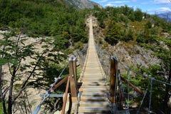 Pont suspendu à l'intérieur du parc national de Torres del Paine, Chili Photo stock
