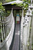 Pont suspendu à la hutte Photographie stock