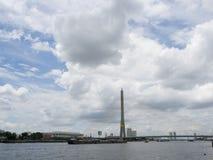 Pont suspendu avec nuageux Photographie stock