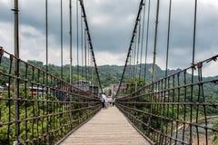 Pont suspendu chez Shifen, Taïwan Photographie stock libre de droits