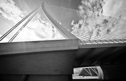 Pont suspendu dans la ville des arts et des sciences Image stock