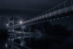 Pont suspendu de Chester la nuit Photographie stock