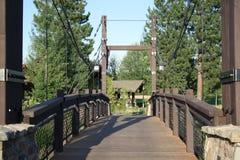 Pont suspendu en bois Images stock