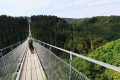 Pont suspendu simple Geierlay dans Moersdorf au moun de Hunsrueck photo libre de droits