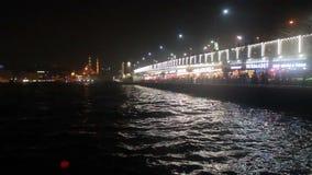 Pont/temps de ¼ d'Istanbulnight/eminönà lapse//people/en décembre 2015 clips vidéos