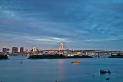 Pont Tokyo en arc-en-ciel d'Odaiba Image stock