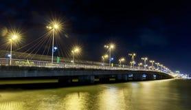 Pont Tran Phu, Nha Trang la nuit Image stock