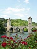 Pont Valentré i staden av Cahors, FRANKRIKE Royaltyfria Bilder