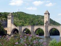 Pont Valentré i staden av Cahors, FRANKRIKE Royaltyfri Bild
