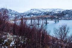 Pont vers l'île de Sommaroy en Norvège Photos libres de droits