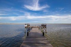 Pont vers la mer avec le ciel gentil Photo libre de droits