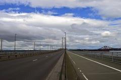 Pont vide à travers en avant la rivière Ecosse Photos stock