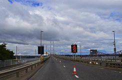 Pont vide à travers en avant la rivière Ecosse Images libres de droits