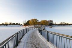 Pont vide en hiver Images stock