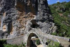 Pont Zagoria Grèce de pierre de Kokkori Image libre de droits