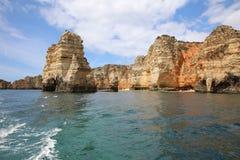 Ponta有被腐蚀的岩层和自然曲拱的da Piedade 拉各斯 免版税库存图片