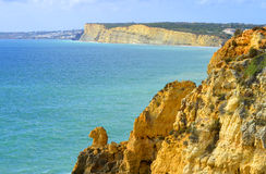 Ponta Da Piedade壮观的岩层骆驼朝向 图库摄影