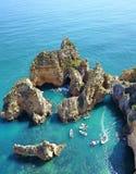 Ponta Da Piedade i Portugal nära Faro från surret arkivbild