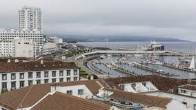 Ponta Delgada,圣地米格尔海岛小游艇船坞的顶视图  库存照片