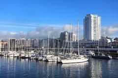 PONTA DELGADA, 2017年8月10日-游艇在Ponta Delgada港口,圣地米格尔海岛 库存照片