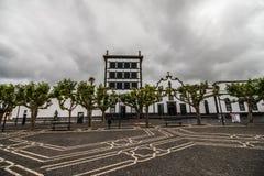 PONTA DELGADA, PORTUGAL - Juli, 2018: Stadspoorten op het historische centrum van Ponta Delgada, het kapitaal van de Eilanden van stock afbeeldingen