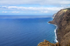 Ponta gör Pargo den norr kustlinjen, madeira Arkivbilder