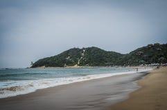 Ponta Robi Ouro plaży i najlepszy plaży w Moz - Turkusowa zieleń Zdjęcie Stock