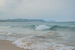 Ponta Robi Ouro plaży i najlepszy plaży w Moz - Turkusowa zieleń Obraz Stock