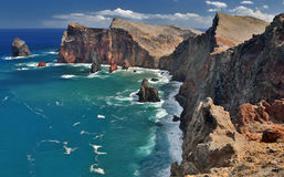 Ponta在马德拉岛,葡萄牙的de圣洛伦索北海岸线  免版税库存照片