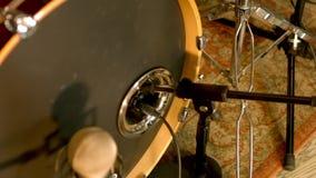 Pontapé acústico dos cilindros vídeos de arquivo